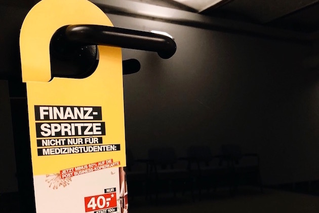 Promotionagentur Freudebringer verteilt Türhänger für die Post in Studentenheimen