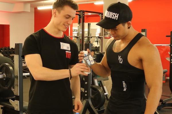 Samplingagentur Freudebringer verteilt NÖM Proteindrinks in Clever Fit Fitnesscenter